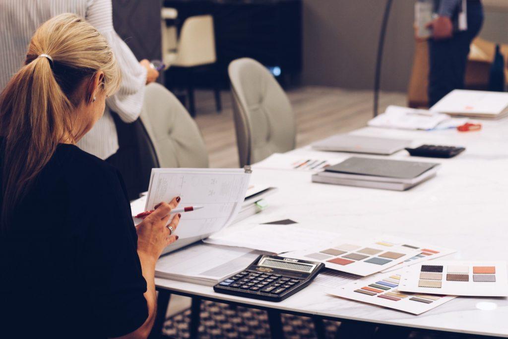 businesswoman_t20_Qaj0ak